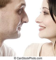 nätt, ungt par, tillverkning, öga kontakta