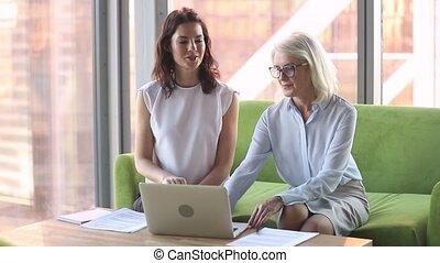 négociations, différent, femmes affaires, couloir, simple, ...