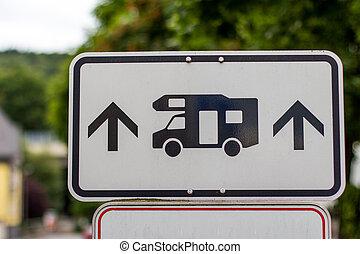 német, vontatott lakókocsi, aláír