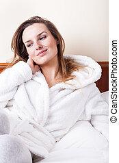 nő, ágyban