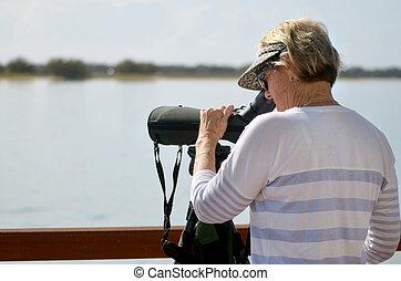 nő, érett, birdwatching