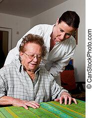 nő, öreg, gondozás, betegápolók, igazgatott, otthon
