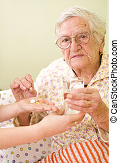 nő, öreg, gyógyszer-alkalmazás
