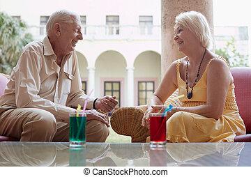nő, öreg, szálloda gátol, ivás, 's, ember