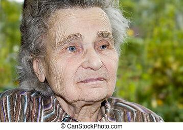 nő, öreg, szabadban