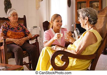 nő, öreg, víz, menedékház, felszolgálás, orvosság, ápoló, pirula