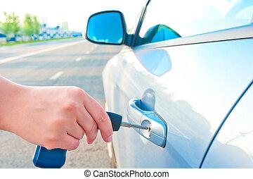 nő, ajtó, autó kulcs, új, indít