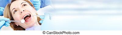 nő, alatt, fogászati törődik, klinika