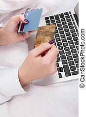 nő, bankügylet, vagy, bevásárlás online