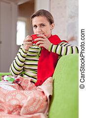 nő, betegség, forró tea, ivás