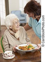 nő, carer, lény, szervál, idősebb ember, étkezés