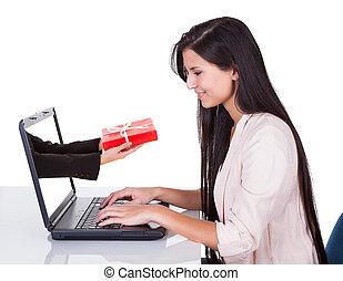 nő, cselekedet, online bevásárlás, vagy, bankügylet