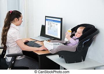 nő, cselekedet, online part, képben látható, számítógép