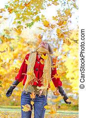 nő, dobás, zöld, ősz, park., boldog