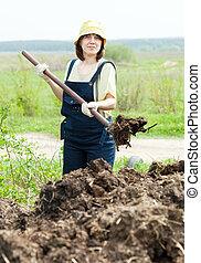 nő, eldob, trágya, alatt, mező