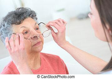 nő, fárasztó, öregedő, szemüveg