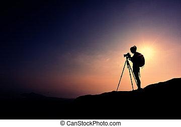 nő, fényképész, tart fénykép