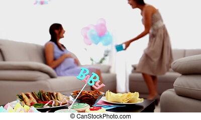 nő, felfogó, megvendégel, neki, terhes