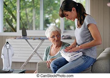 nő, fiatal, ételadag, házimunka, idősebb ember, hölgy