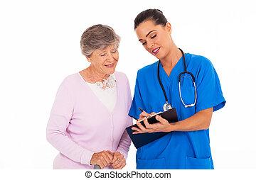 nő, fiatal, barátságos, ételadag, idősebb ember, ápoló
