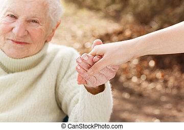 nő, fiatal, hatalom kezezés, idősebb ember, hölgy