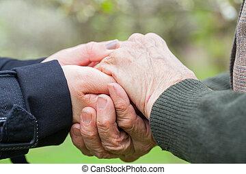nő, &, fiatal, hatalom kezezés, idősebb ember