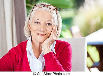nő, gondozás, ülés, otthon, idősebb ember, mosolygós