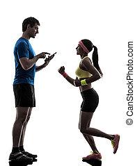 nő, gyakorlás, kocogás, ember, edző, használ, digital tabletta, silhoue