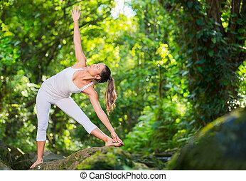 nő, gyakorló, jóga, alatt, természet