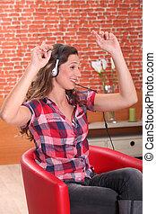 nő, hallgat hallgat zene