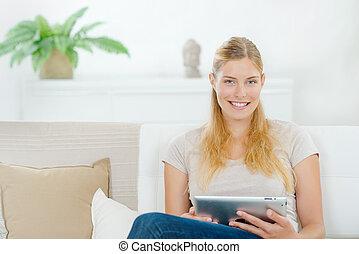 nő, használ, egy, tabletta, számítógép