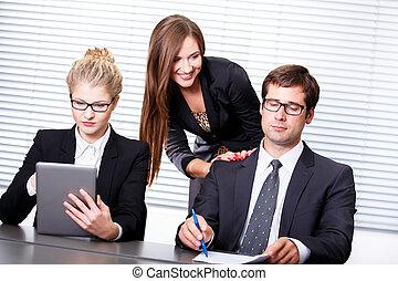 nő, influencing, összehúz, aláír
