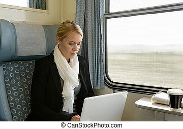 nő, ingázó, laptop, kiképez, utazó, használ