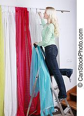 nő, képben látható, egy, létra, házimunka