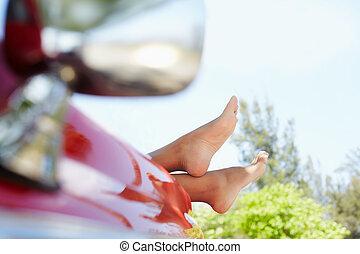 nő, kabrió, autó, lábak, ablak, fekvő, ki
