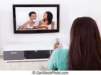 nő, karóra televízió, alatt, nappali