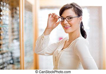 nő, látszerész, új, fárasztó, bolt, szemüveg