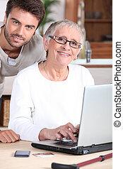 nő, laptop, fiatal, ételadag, számítógép, senior bábu