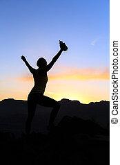 nő, mászó, siker, árnykép, alatt, hegyek, napnyugta