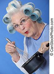 nő, neki, főzés, szőr hajcsavaró, idősebb ember