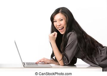 nő, neki, laptop., ázsiai, használ, izgatott