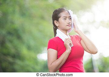 nő, neki, után, törlés, ázsiai, gyakorlás, izzad
