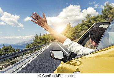 nő, neki, vezetés, autó, fiatal, sárga, kéz, hullámzás, coast., autó., szünidő, tenger, átváltható