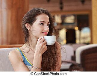 nő, noha, csésze kávécserje, ülés, alatt, kávéház, és, látszó, boldog