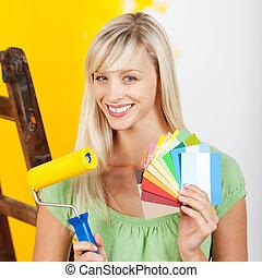 nő, noha, festőhenger, ecset, és, kártya
