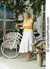nő, noha, neki, bicikli