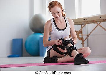 nő, noha, stiffener, képben látható, a, láb, közben, rehabilitáció, a kórházban