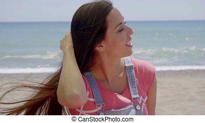 nő, nyak, elhelyezett, kéz, árnyék, tengerpart