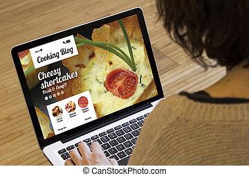 nő, számítógép, főzés, tanulás, online