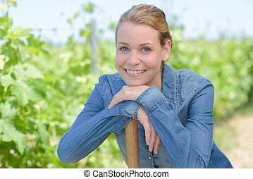 nő, szőlőtőke